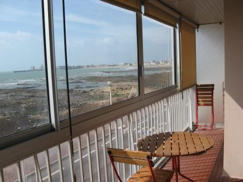 appartement a vendre front de mer les sables d 39 olonne france. Black Bedroom Furniture Sets. Home Design Ideas